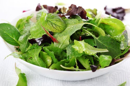 Poți să combați arsurile la stomac cu diverse salate