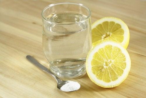 Amestecul de bicarbonat de sodiu și lămâie reglează pH-ul