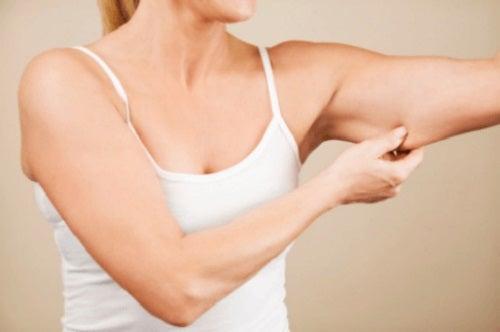 Pielea lăsată de pe brațe: exerciții de tonifiere