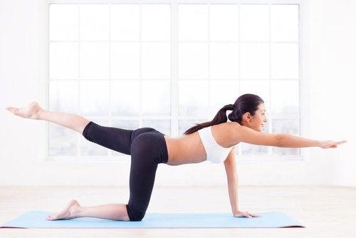 Exerciții care combat celulita pe saltea