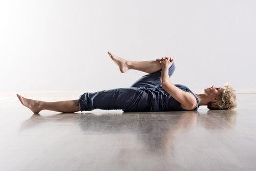 Exerciții de întindere pentru dureri de genunchi