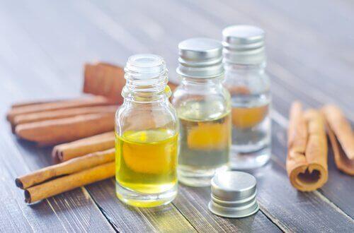 Îndepărtează cerumenul cu ulei de parafină
