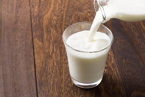 Lapte pe lista de alimente ce nu trebuie combinate cu sucurile acidulate