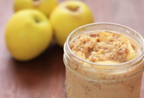Un mic dejun cu mere, quinoa și scorțișoară