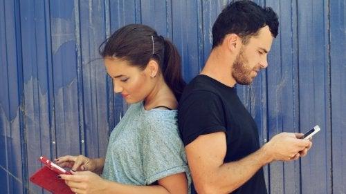 Minciunile sunt printre cele mai grave greșeli într-o relație