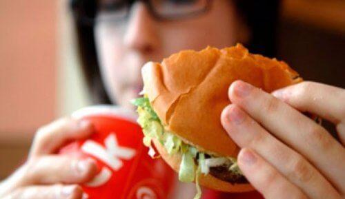 Mirosul urât al corpului – 9 alimente de evitat