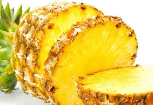 Și ananasul te poate ajuta să previi osteoporoza