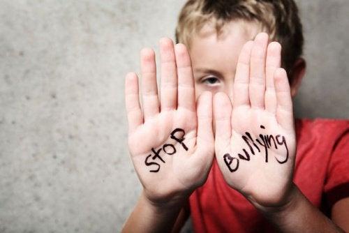 Răpusă de bullying, un fenomen care continuă să ia amploare