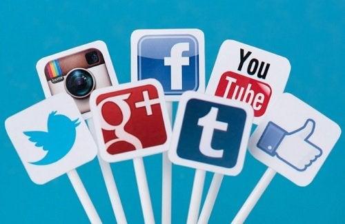 Respectul și bunele maniere trebuie să fie prezente și pe rețelele de socializare