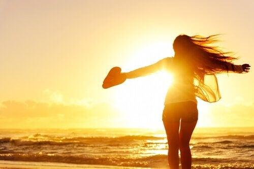 Singur și fericit – 7 avantaje nebănuite ale singurătății