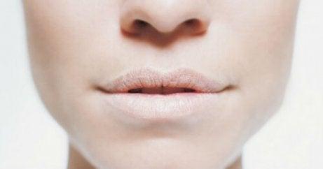 Uscarea gurii face parte din consecințele frecvente ale deshidratării