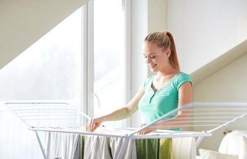 În general, nu este bine să usuci rufele în casă