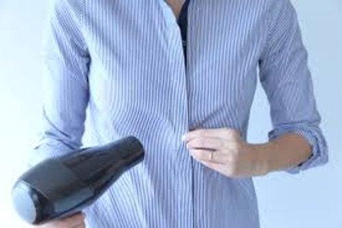 Poți să usuci rufele mici cu un uscător de păr