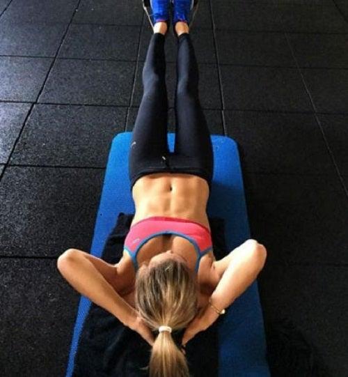 Poți avea un abdomen ferm dacă adopți o rutină de exerciții adecvată