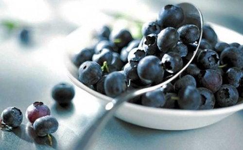 Beneficiile ascunse din prăjitura cu iaurt și afine