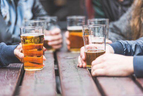 Prieteni care beau bere