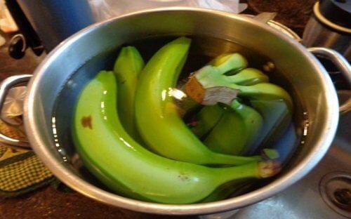 Ceai de banană și scorțișoară pentru un somn adânc