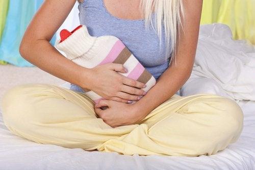 Cistita se numără printre simptomele cancerului de col uterin