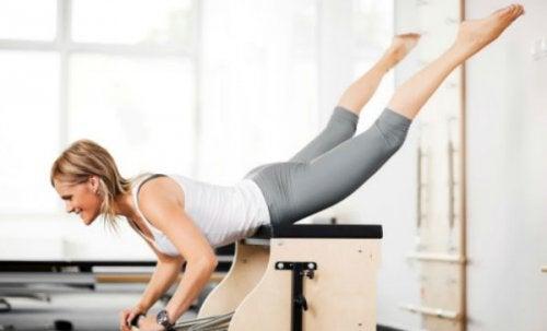 Extensiile întăresc mușchii fesieri