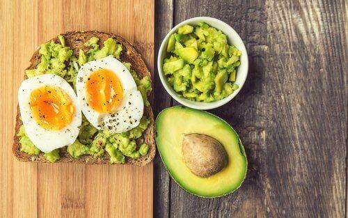 Puțin avocado este foarte benefic pentru ficatul tău