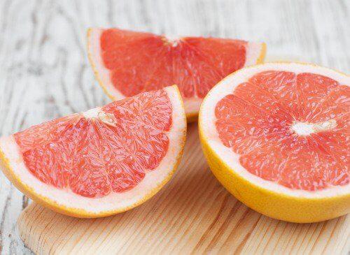 Fructe precum grepfrutul sunt benefice pentru ficatul tău
