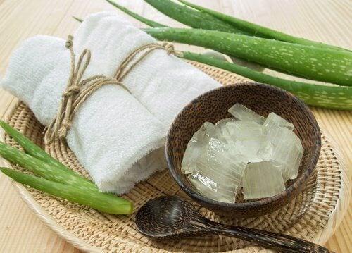 Gelul de aloe vera contribuie la îngrijirea pielii