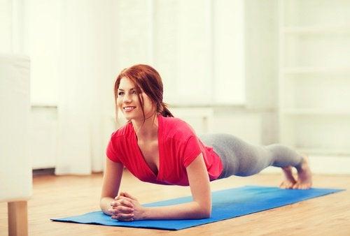 Gimnastica hipopresivă tonifică abdomenul
