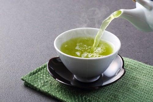 Și ceaiul verde te ajută să scapi de grăsimea abdominală