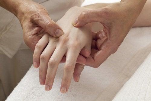 Menopauza precoce scade densitatea osoasă