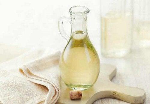 Oțetul alb distilat: 6 utilizări incredibile