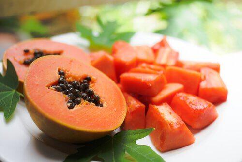 Papaya oferă numeroase beneficii