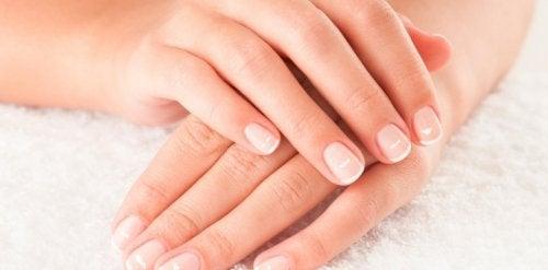Tipuri de pete albe de pe unghii