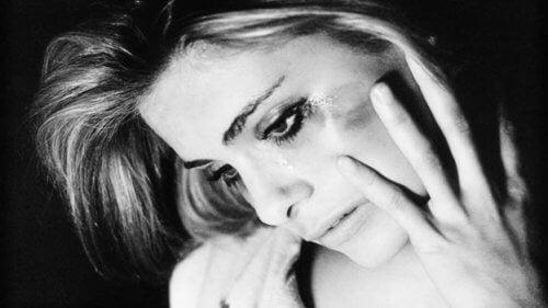 O relație toxică poate cauza, printre altele, depresie