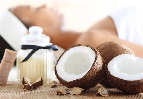 Cum să prepari smoothie-uri cu kiwi și nucă de cocos