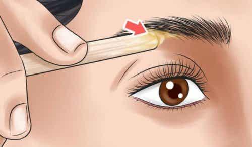 Aranjează-ți sprâncenele după forma feței