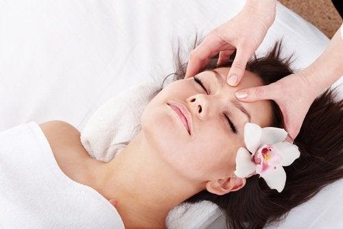 Ține lupusul sub control și prin masaje
