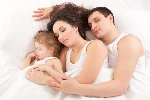 Vorbitul în somn poate fi deranjant pentru partenerul tău de viață