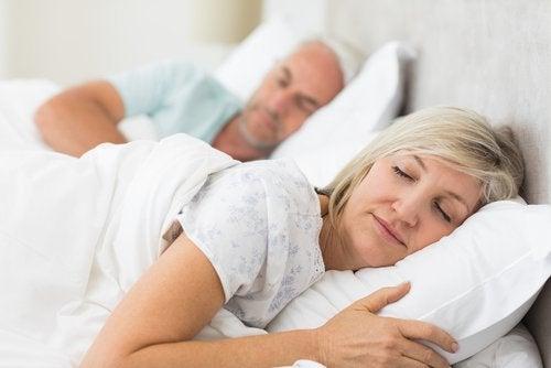 Vorbitul în somn – care sunt cauzele?