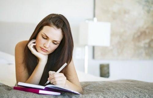 Ține un calendar pentru a nota simptomele cauzate de endometrioză