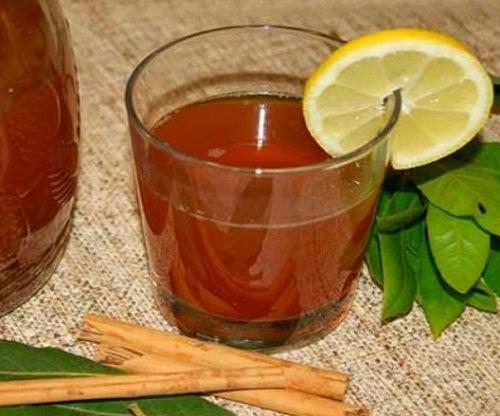 Ceaiul de scorțișoară și dafin cu lămâie
