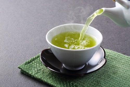 Ceaiul verde este unul dintre acele alimente care fortifică ficatul