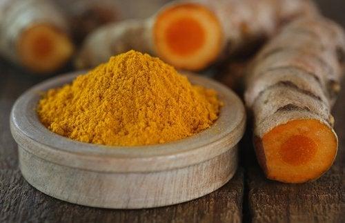 Curcuma este unul dintre acele alimente care fortifică ficatul