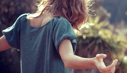 Dacă te iubești pe tine însuți, atragi oamenii potriviți în viața ta