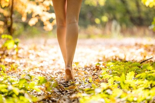 Mersul pe jos ameliorează simptomele endometriozei