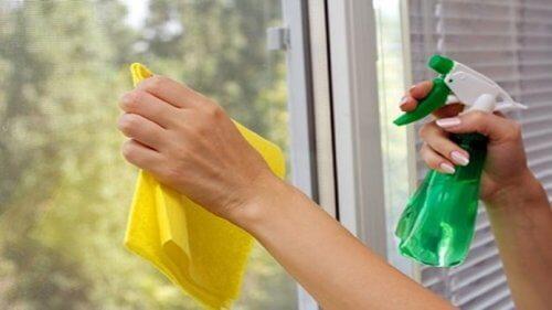 Oțetul de mere ajută la curățarea generală a locuinței