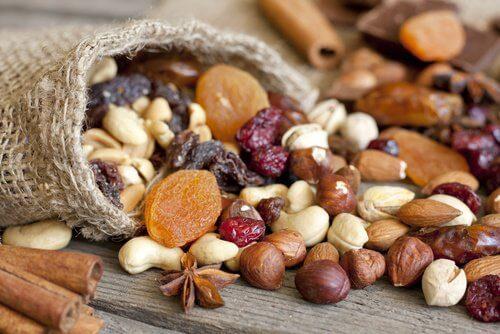 Fructele oleaginoase reducând trigliceridele