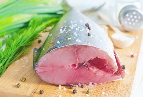 Peștele gras servit crud