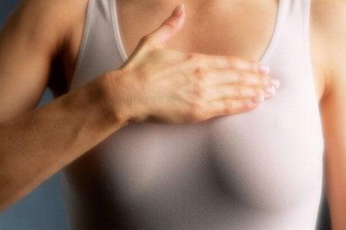 Sânii denși necesită mamografie în fiecare an