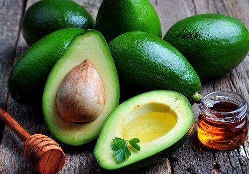 Smoothie cu avocado și miere de albine