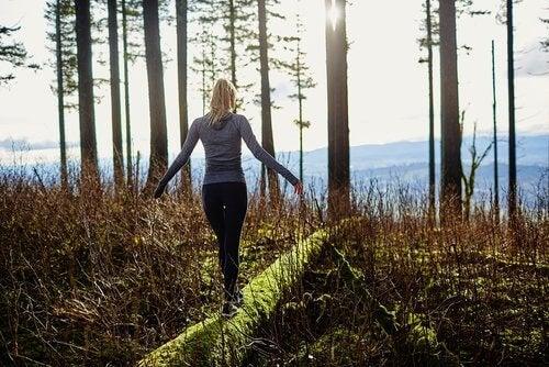 Tehnică japoneză împotriva stresului și o plimbare în natură